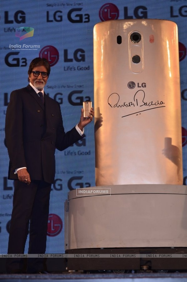 Amitabh Bachchan launches LG Mobile