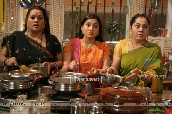 Parul, Jalpa and Rajeshwari stolling food from the kitchen