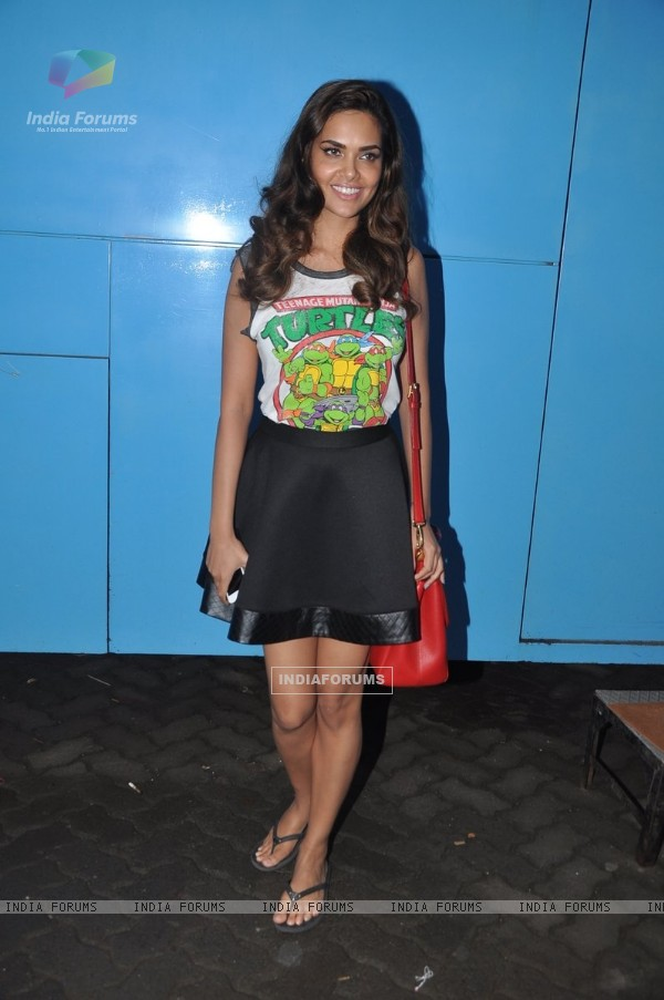 Esha Gupta poses for the media at Mehboob Studio