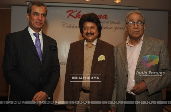 Pankaj Udhas poses with Mr. Y.K. Sapru and Mr. Devendra  Bharma