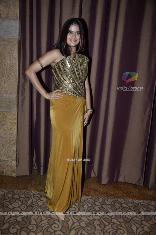 Sona Mohapatra poses for the media at Etihad Jet Collaboration Event