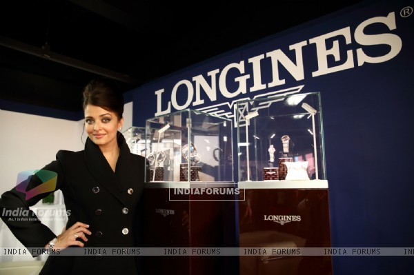 Aishwarya Rai Bachchan poses with the Watch Designs at the Opening Ceremony of Glasgow 2014