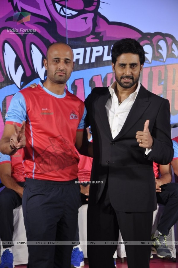 Abhishek Bachchan poses with a team member from his Kabbadi Team