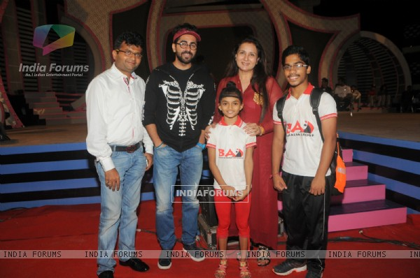 Sonali and Sumanth pose with Aneel Murarka, Ayushman Khurana and Poonam Dhillon