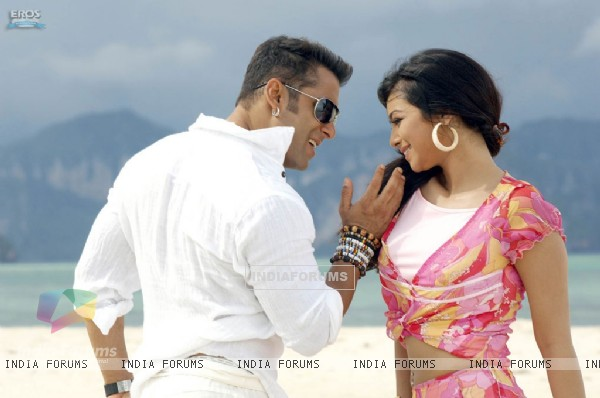 Salman Khan and Ayesha Takia (32921)