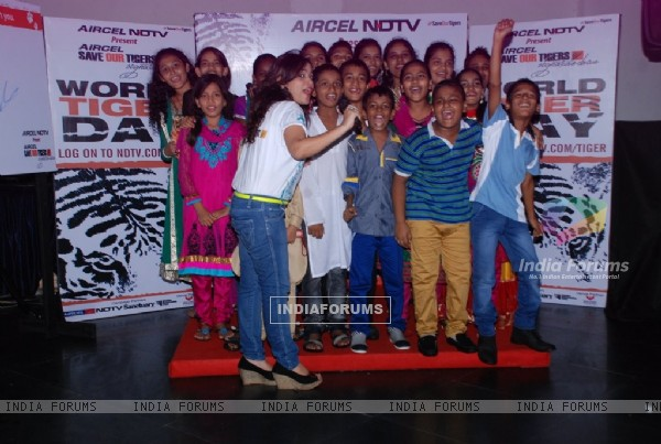 Children cheer at the NDTV Save the Tigers event