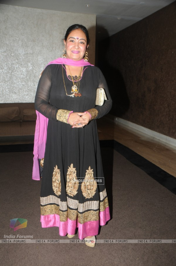 Jaspinder Narula poses for the media at Anup Jalota's Birthday Celebration