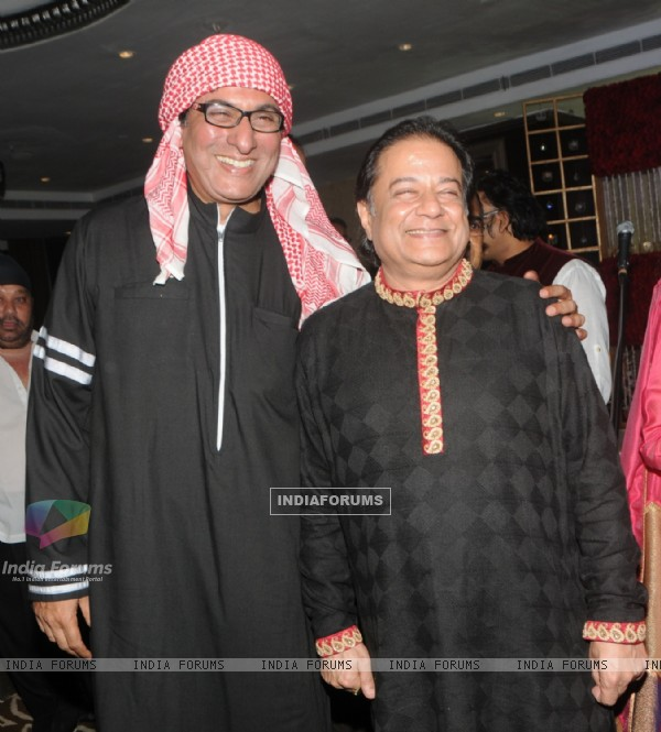 Talat Aziz and Anup Jalota at the Birthday Celebration