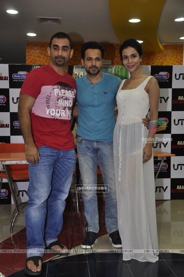 Kunal, Emraan and Humaima pose for the media at the Radio premier of 'Raja Natwarlal'