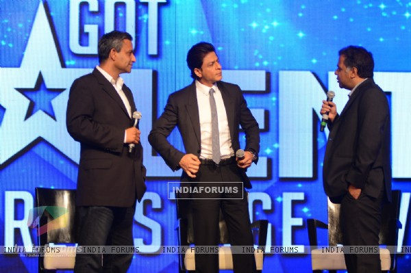 Raj Nayak was see talking with Shah Rukh Khan