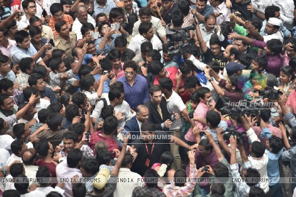 The crowd cheers for Sachin Tendulkar at the Inauguration PVP Mall
