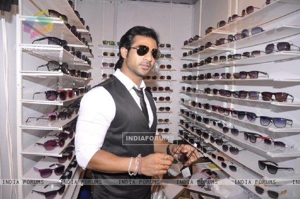 Mohammad Nazim was seen trying out on various shades at Parikrama Fashion Exhibition