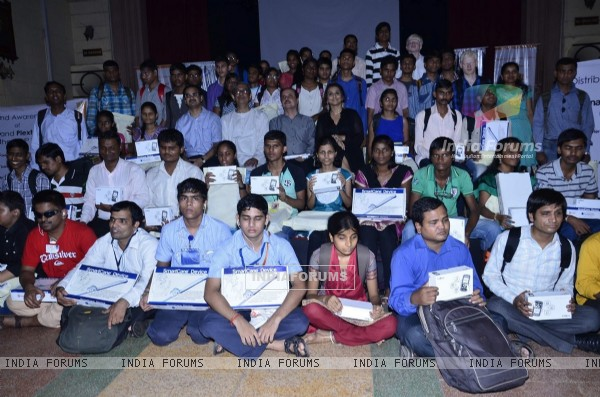 Vidya Balan poses with Visually Impaired students