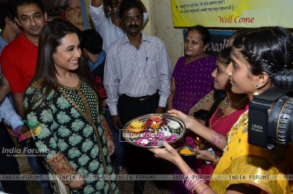 Rani Mukherjee being welcomed by a school girl at the Promotion of Mardaani at a Local School