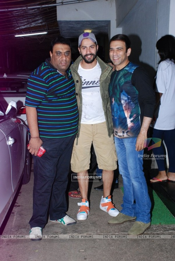 Varun Dhawan poses with Sajid- Farhad at the Special screening of Entertainment