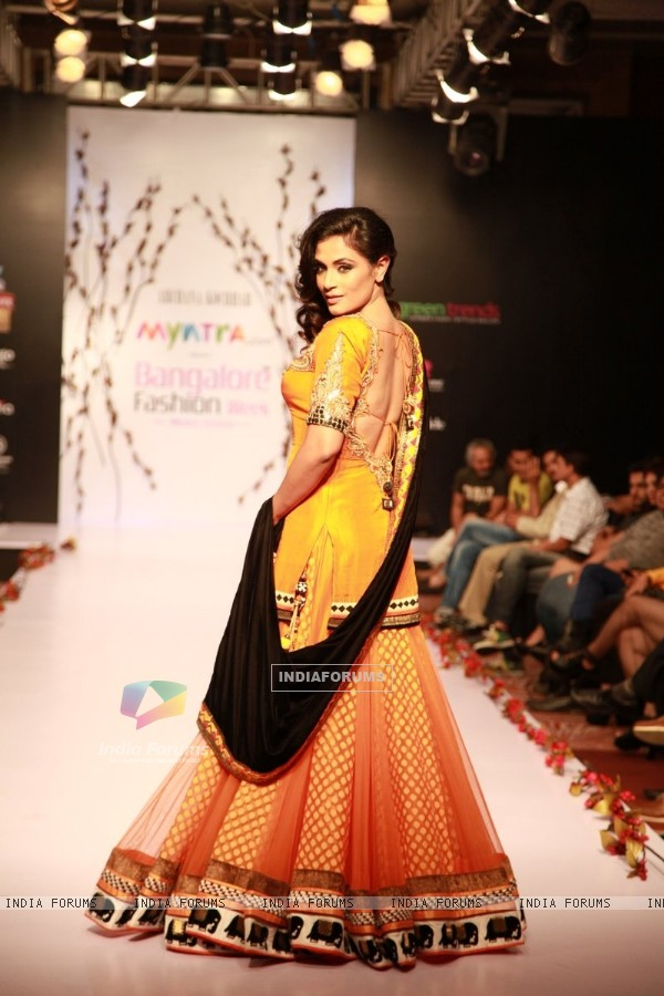 Richa Chadda showcases the beautiful and elegant designs at the Bangalore Fashion Week Day 1