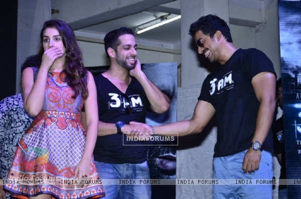 Rannvijay and Salil shake hands at the Trailer Launch of 3 AM