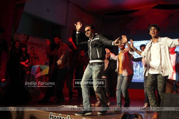 Emraan Hashmi performs at the Promotions of Raja Natwarlal