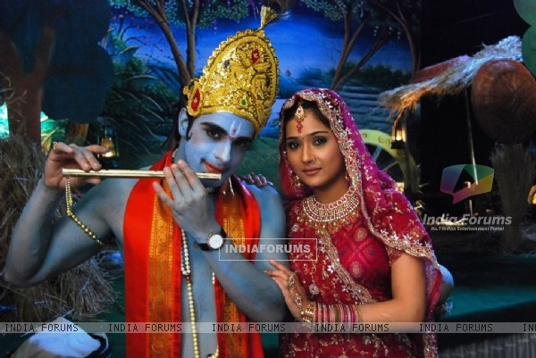 Angad as Alekh and Sara as Sadhna
