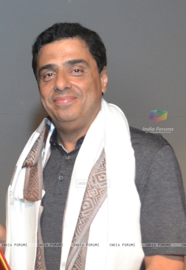 Ronnie Screwvala poses for the media at the IIMUN Event