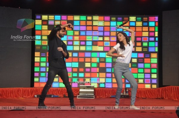 Shraddha Kapoor and Shahid Kapoor shake a leg at the Promotion of Haider