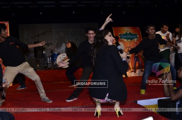 Sonam Kapoor cheers for the dancers at the Promotions of Khoobsurat at Mithibai College