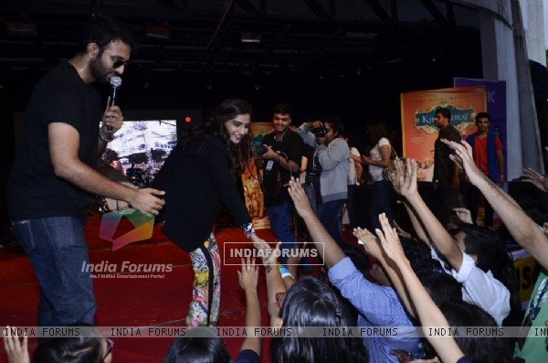 Sonam Kapoor greets her fans at the Promotions of Khoobsurat at Mithibai College