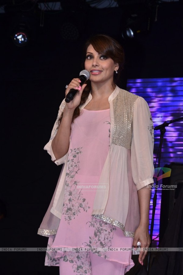 Bipasha Basu addresses the gathering at the Promotions of Creature 3D at Mithibai College