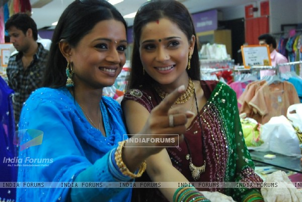 Ragini and Sadhna doing shopping