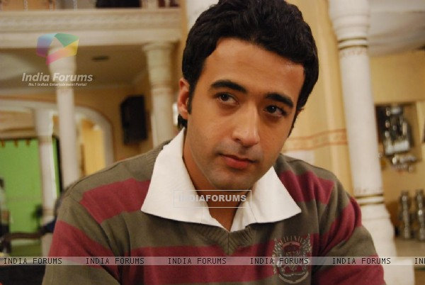 Puneet Tejwani as Dr. Shlok