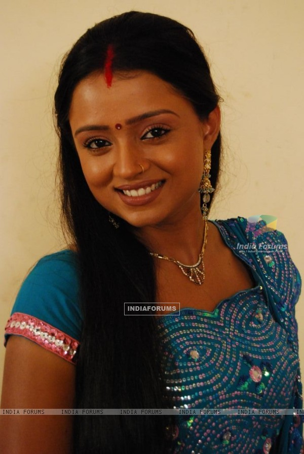 Parul Chauhan looking pretty in sari
