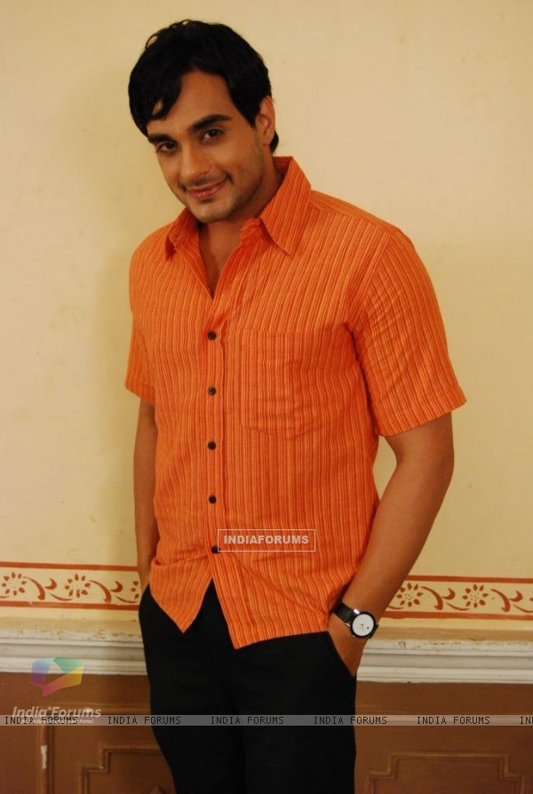 Angad Hasija as Alekh Rajvansh looking smart