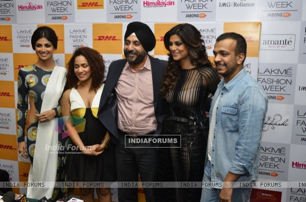 Shilpa Shetty and Sushmita Sen with Masaba Gupta and Amit Aggarwal