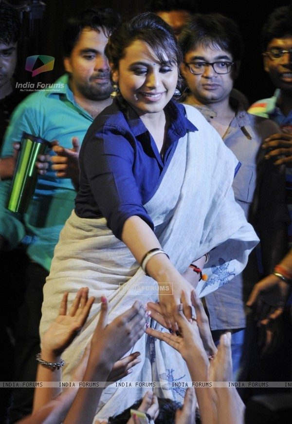 Rani Mukherjee greets her fans at the Promotion of Mardaani in Kolkatta