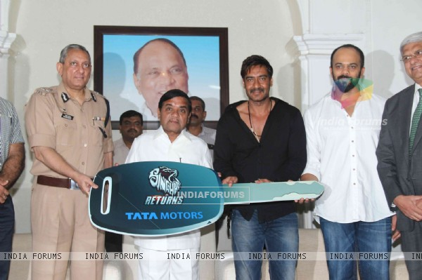 Ajay Devgn and Rohit Shetty Pay a Tribute to Mumbai Police