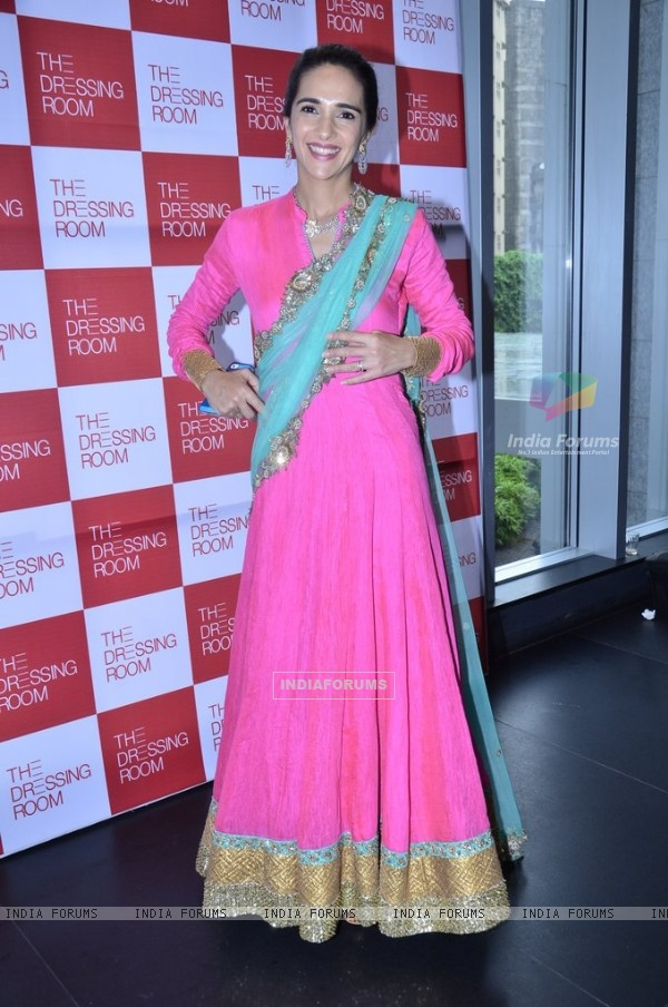 Tara Sharma poses beautifully for the media at The Dressing Room