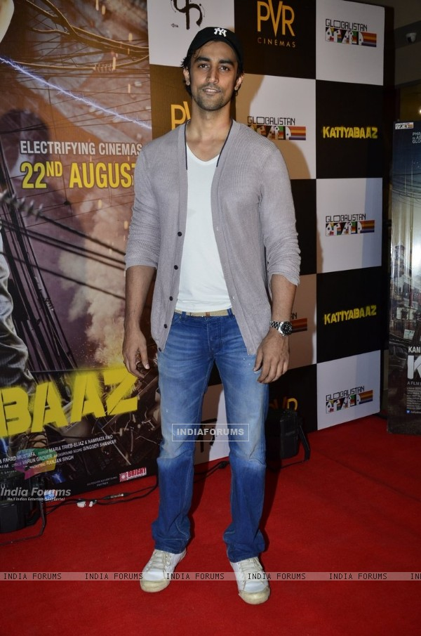 Kunal Kapoor poses for the media at the Special Screening of Katiyabaaz