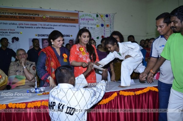 Rani Mukherjee felicitates a student at the Self Defence Workshop for BMC Girls