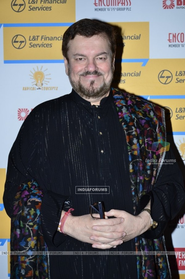 Nitin Mukesh poses for the media at Shaan's Live Concert