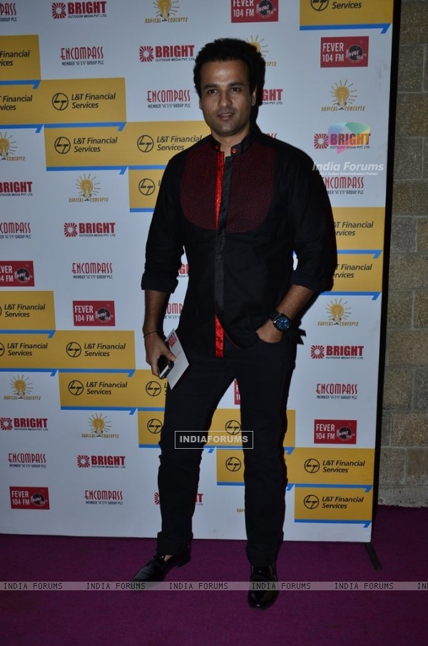 Rohit Roy poses for the media at Shaan's Live Concert