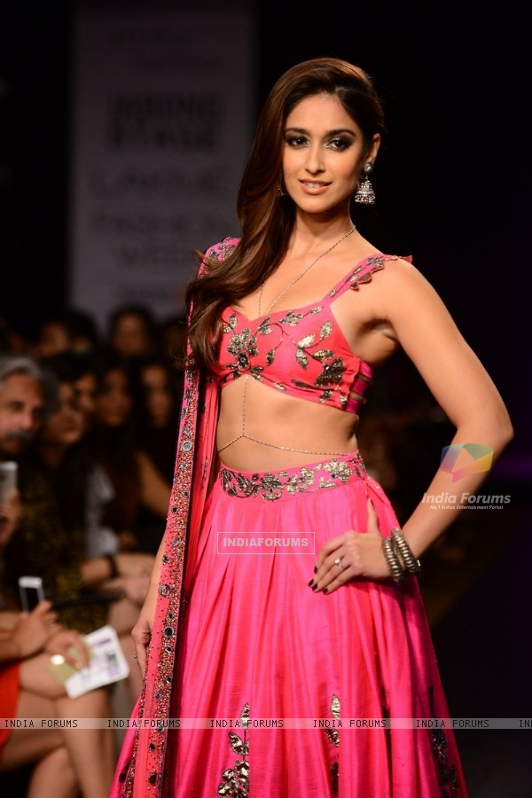 Ileana D'Cruz walks the ramp for Arpita Mehta at the Lakme Fashion Week Winter/ Festive 2014 Day 6