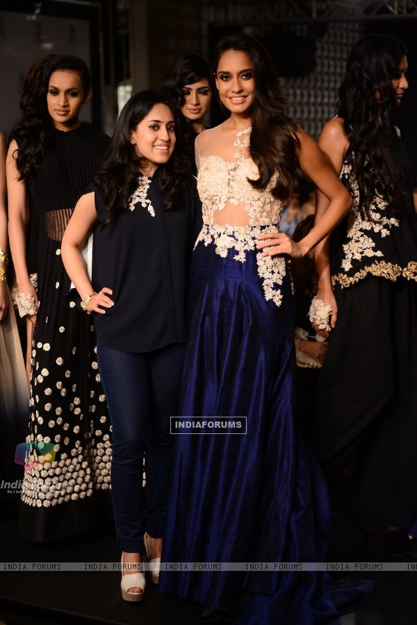 Lisa Haydon with Ridhi Mehra at the Lakme Fashion Week Winter/ Festive 2014 Day 6