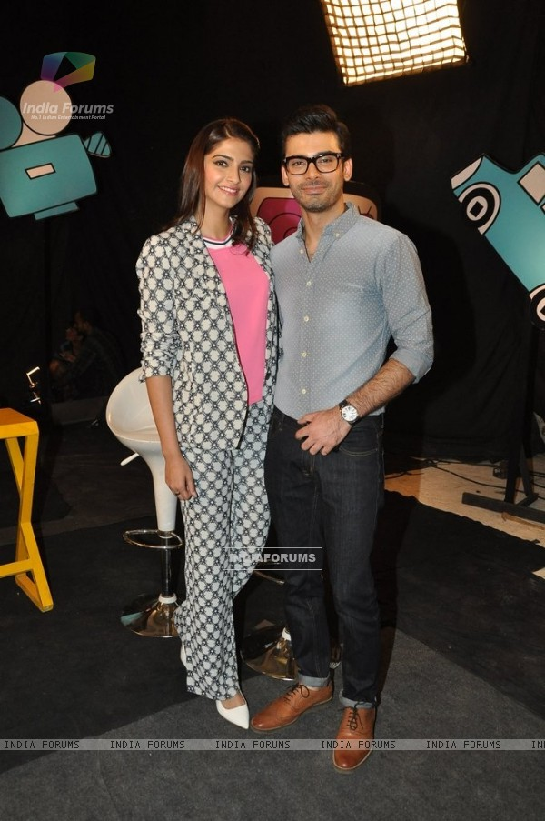 Promotions of Khoobsurat on Captain Tiao