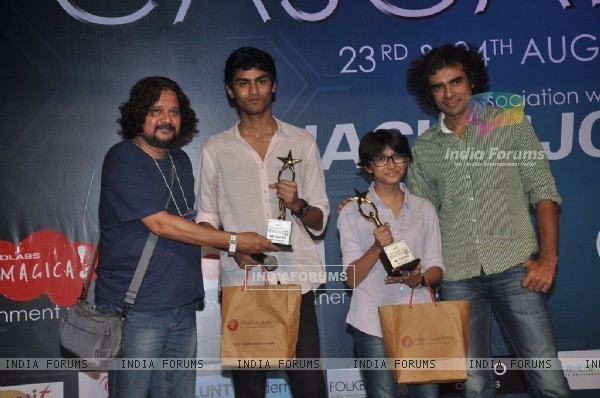 Imtiaz Ali and Amol Gupte snapped giving awards to students at Cascade Festival