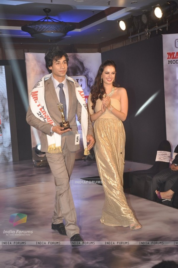 Evelyn Sharma walks the ramp with the winner at Mandate Model Hunt 2014