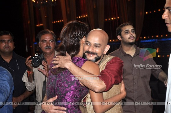 Vijay Krishna Acharya gives Priyanka Chopra a hug on India's Best Cine Stars Ki Khoj