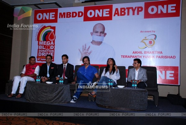 Vivek Oberoi was with wife Priyanka Alva Oberoi at the Mega Blood Donation Drive
