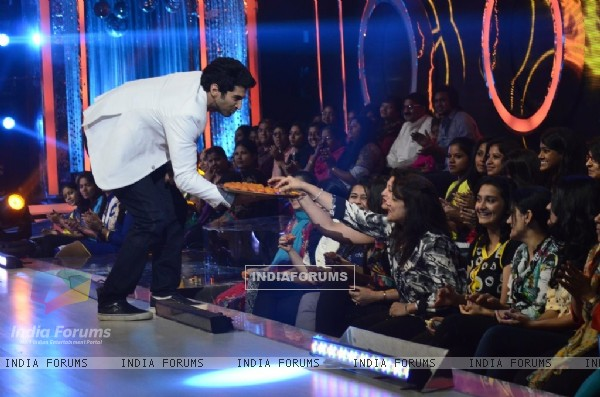 Aditya Roy Kapur distributes sweets to the audience on Jhalak Dikhhlaa Jaa