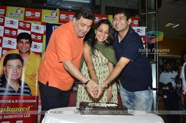 Rishi Kapoor Celebrates his Birthday at Big FM Studio