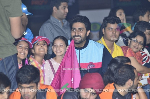 Abhishek Bachchan poses with fans at the Pro Kabbadi League Semi Finals